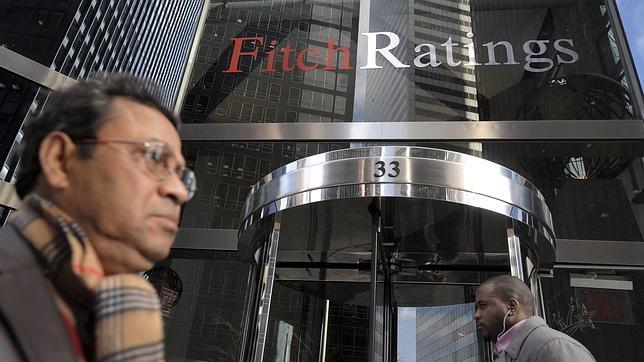 Fitch eleva la nota de siete bancos españoles