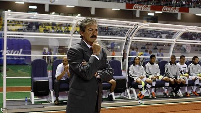 Chivas destituye a Ricardo La Volpe por «conducta inapropiada» con una empleada del club