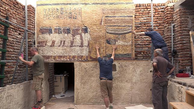Instalación en Luxor de la réplica de la tumba de Tutankamón