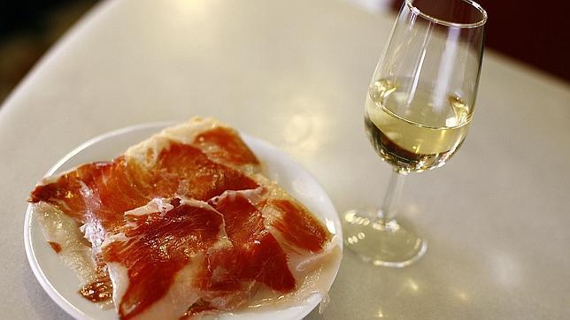 El verdadero origen del rebujito y otros secretos de los vinos de la Feria