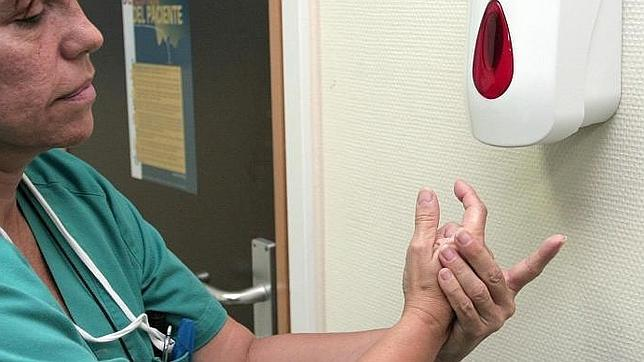La buena higiene de manos de los profesionales sanitarios reduce el riesgo de infecciones
