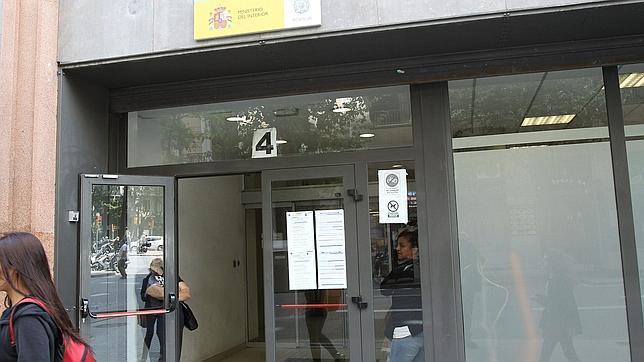 Detenido un pr fugo que fue a renovar su dni con 13 papelinas de coca na - Oficinas renovacion dni barcelona ...