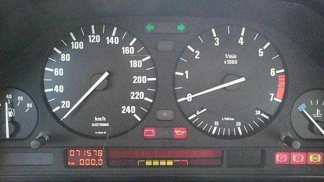 Manipular el cuentakilómetros del coche es un delito, incluso de cárcel.