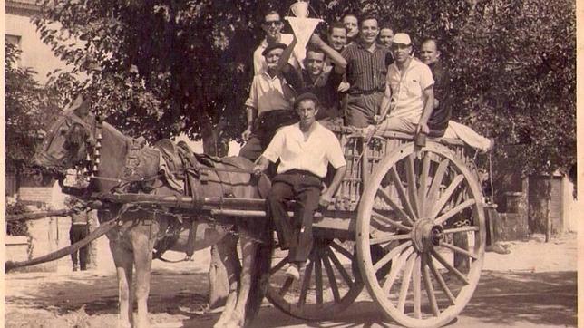 Vecinos de Canillas, celebrando un triunfo futbolístico.