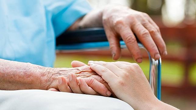Resultado de imagen de alzheimer cuidador