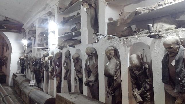 Muerte y misticismo en las catacumbas de las 8.000 momias de Palermo