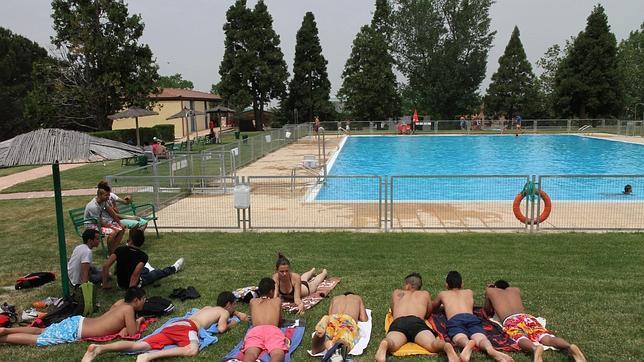 Nataci n y escuelas de verano gu a de las actividades for Piscina municipal alicante