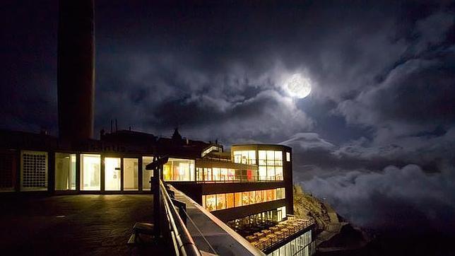 Noche de luna llena en el Säntis