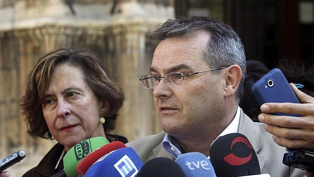 Izquierda Unida suspende de militancia a Ángel González