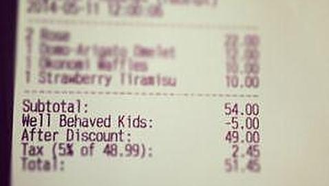 Un restaurante premia con un descuento a los padres de los niños que se portan bien