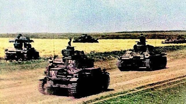 Las potentes divisiones 'panzer' avanzaron velozmente a través de la estepa rusa cercando a cientos de miles de combatientes del Ejército Rojo
