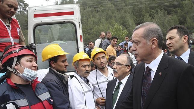 Terminan las operaciones de rescate con un balance de 301 muertos
