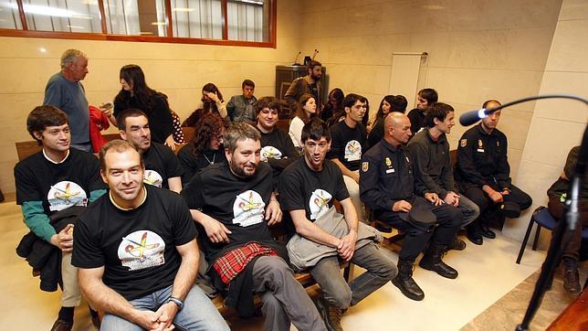 Los doce radicales niegan que  reventasen una manifestación de Galicia Bilingüe de 2009