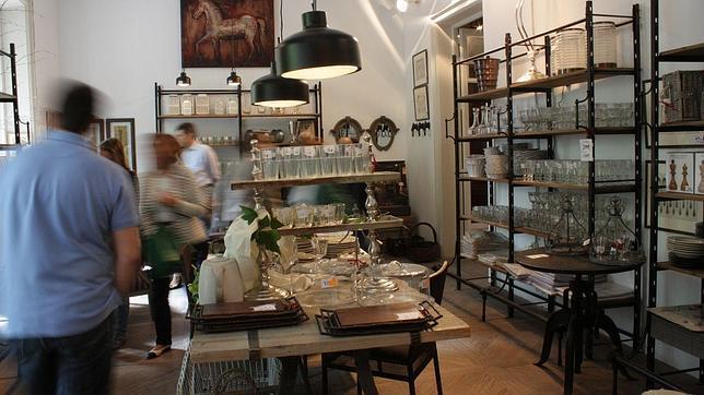 Un mercadillo en un palacete del barrio salamanca for Mercadillo muebles madrid