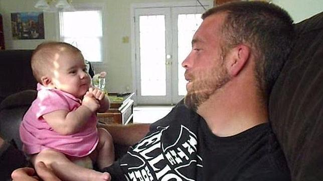 El sorprendente vídeo de un bebé de dos meses diciendo «te quiero»