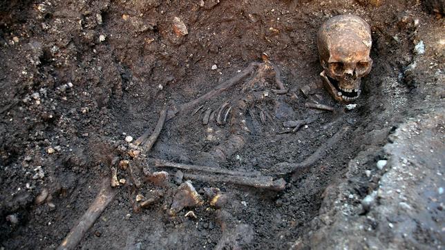 Los restos de Ricardo III, hallados bajo un parking, irán a la catedral de Leicester