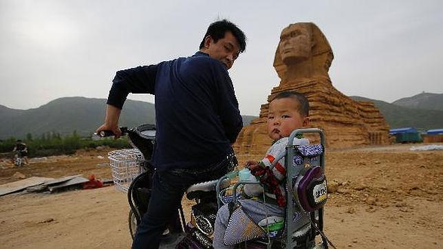 Tanto éxito ha tenido la Esfinge de Hebei que su impacto ha llegado hasta Egipto, donde, más que halagados, se han sentido ofendidos por la copia