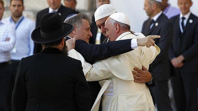 «¡Lo logramos!», el abrazo de las tres religiones ante el Muro de Jerusalén