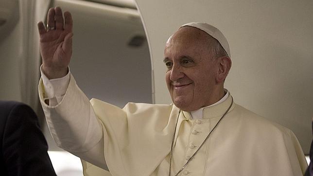 El Papa Francisco defiende el celibato, pero recuerda que no es un dogma
