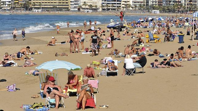 Los turistas gastan en España la cifra  récord de 14.856 millones hasta abril, el 11,2% más
