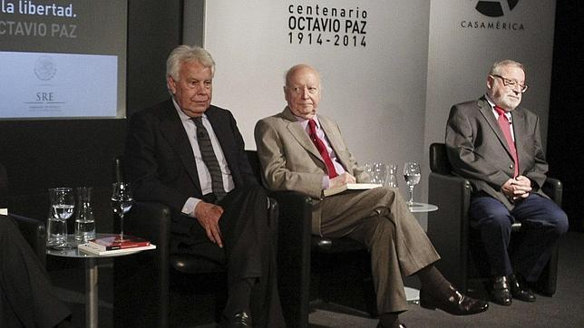 Felipe González ironiza sobre el ascenso de Podemos: «La revolución bolivariana está de moda en España»
