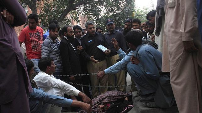 La paquistaní lapidada por su familia ante el tribunal de Lahore estaba encinta