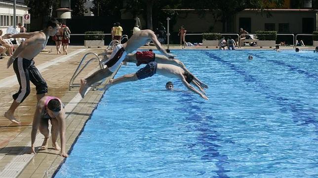 Los parados pagar n un 70 menos en las piscinas for Las mejores piscinas municipales de madrid