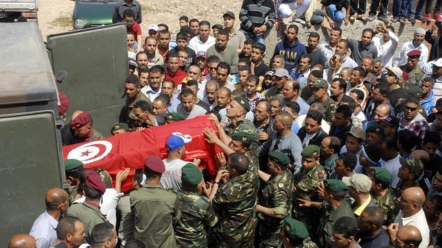 Mueren cuatro polic as en el ataque a la casa del ministro for Nombre del ministro de interior y policia