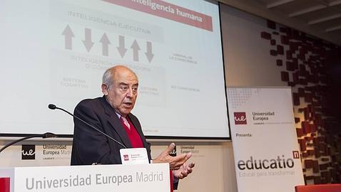 José Antonio Marina: «No se trata de enseñar cuestiones distintas, sino de hacerlo de forma diferente»