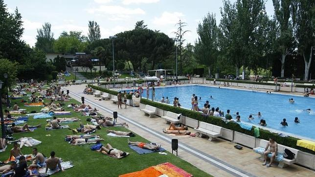 Las piscinas m s espectaculares de madrid for Piscina municipal vicente del bosque