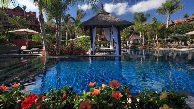 Las mejores piscinas de hotel en espa a for Hoteles bonitos madrid