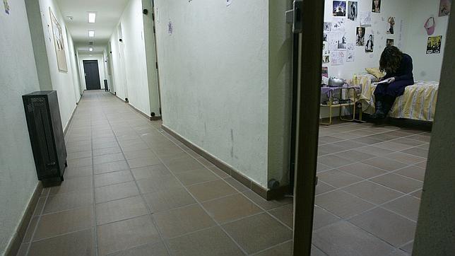 Una joven en su habitación, en el centro de menores con trastorno de conducta de Picón del Jarama