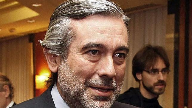 El magistrado del TC Enrique López da positivo en alcoholemia tras ser parado por circular en moto y sin casco