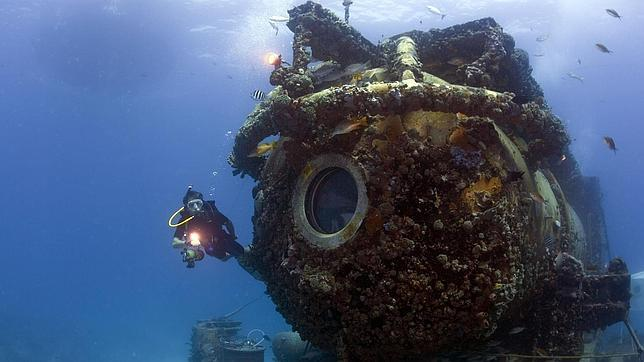 El nieto de Cousteau desafía a su abuelo