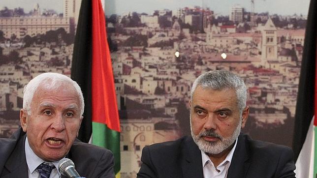Azam el-Ahmad (izquierda), dirigente de Al Fatah