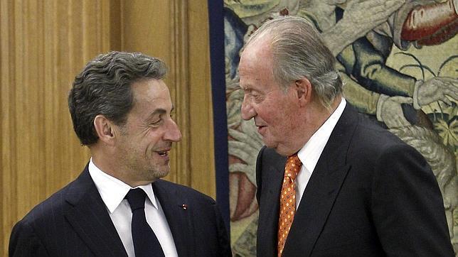 El Rey, charlando con Nicolas Sarkozy en la Zarzuela este 28 de mayo