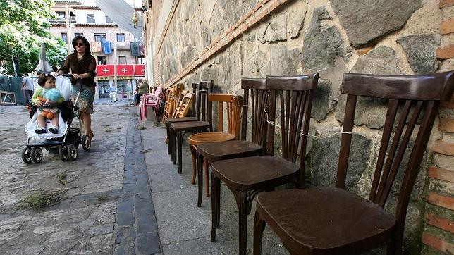 Recogen firmas contra la instalación de sillas de pago en el Corpus