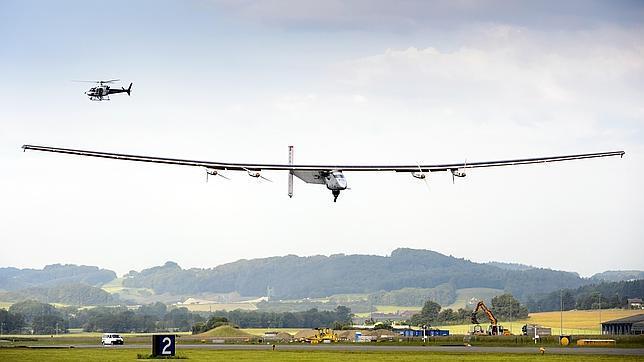 Primer vuelo del avión solar que dará la vuelta al mundo