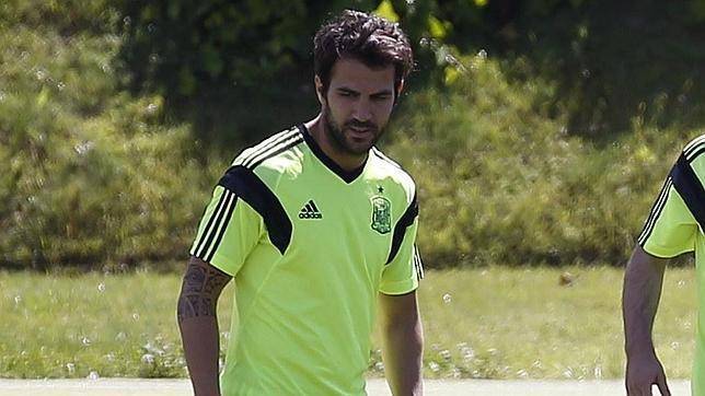 Cesc Fábregas, cerca del Chelsea de Mourinho