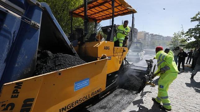 Trabajos de asfaltado en la avenida de los poblados y en for Oficina de extranjeria avenida de los poblados