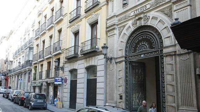 Fachada del ateneo de madrid en la calle prado for Calle del prado 9 madrid espana
