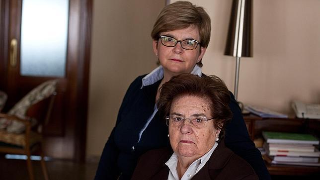 Pepa cuida día y noche de su madre enferma de Alzheimer