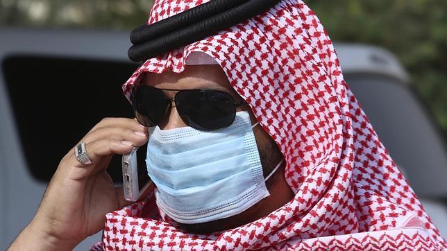 Para evitar el contagio, se recomienda usar mascarillas y limitar el contacto con camellos