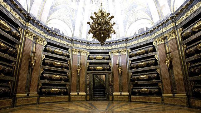 Resultado de imagen de panteón real Escorial