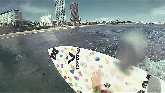 Graban con drones el vídeo más espectacular de surf en Barcelona