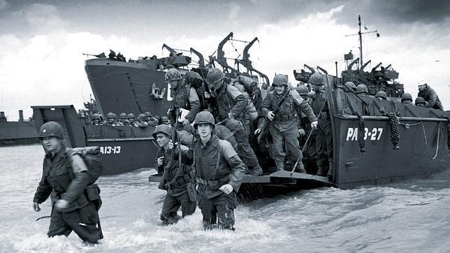 Los soldados aliados toman tierra en las playas de Normandía, el Día D