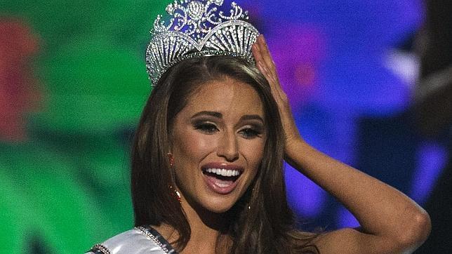 La latina Nia Sánchez se alza con la corona de Miss Estados Unidos