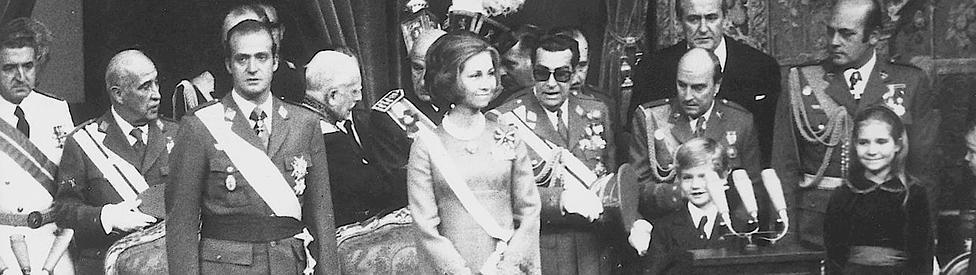 Don Juan Carlos jura como Rey de España, bajo el nombre de Juan Carlos I