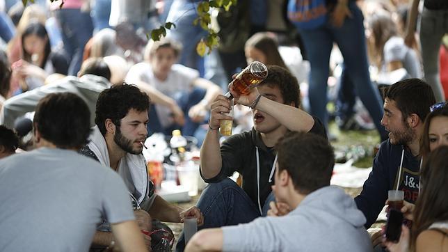 La nueva ley del alcohol prevé multas a los padres de los menores que beban