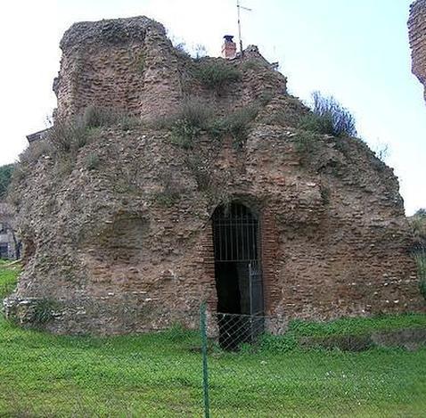 El mausoleo de Rómulo vuelve a abrir sus puertas después de veinte años